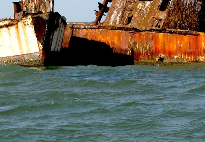 Tàu triệu đô bị bỏ quên trên biển QuảngNinh