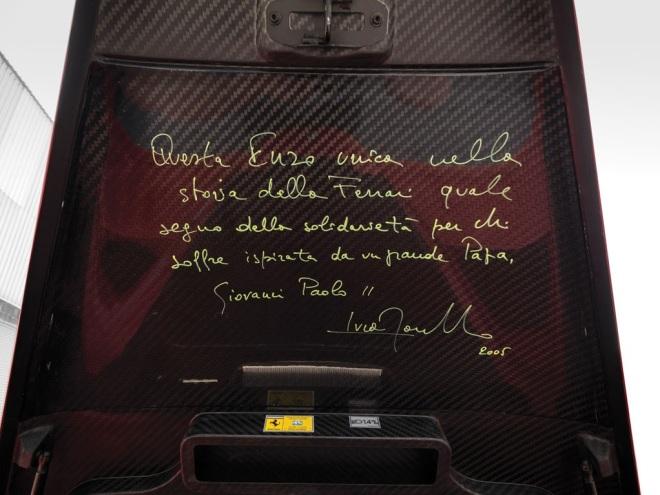 Chữ viết tay của cựu chủ tịch hãng Ferrari bên trong nắp cốp xe.